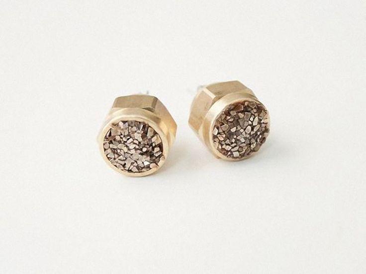 DIY tutorial: Make Glitter Stud Earrings  via en.DaWanda.com