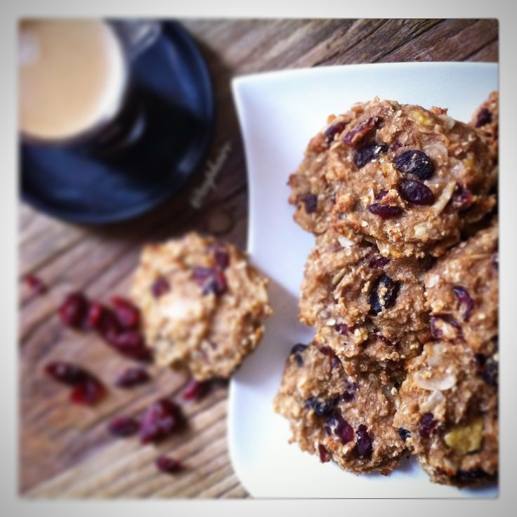 Oat almond raisin cranberry cookies  270g of oats 4 ripe bananas (about 500g) 3 tablespoons of honey 150g of dried cranberries and raisins handful of slivered almonds 4 red apples (about 550g) 2 teaspoons of cinnamon powder  Recipe here: https://thekitchentherapy.wordpress.com/2016/01/09/oat-raisin-cranberry-cookies/  Follow me on Instagram: passion.ista