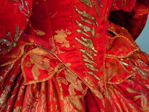 "AUTHENTIC - JUNE ANDERSON Stage Worn Opera Gown in Handel's ""ORLANDO"" - I like the leaf shaped piccadills around the bodice"