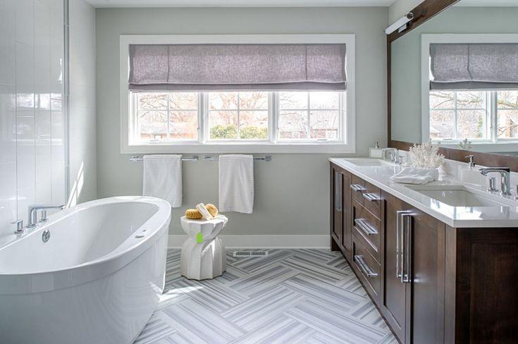 Salle de bains des parents avec une baignoire moderne