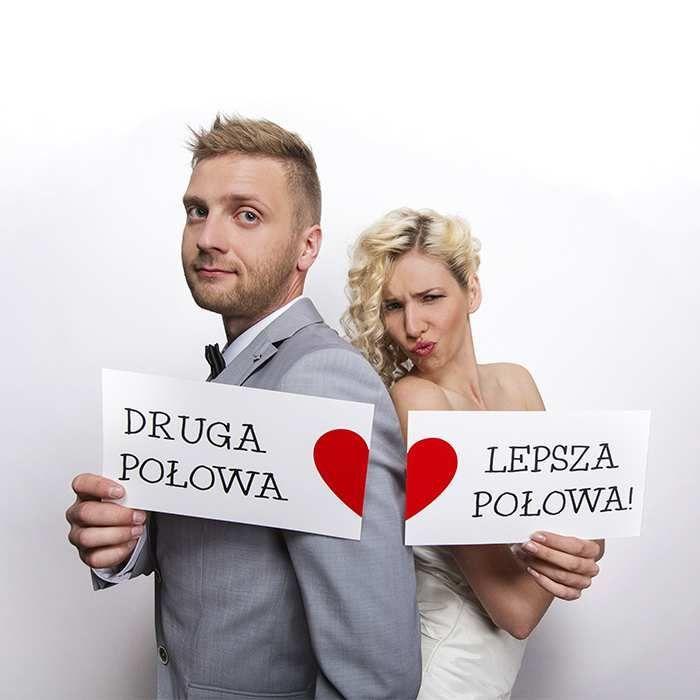 Śmieszne tabliczki do pamiątkowych zdjęć ślubnych :).