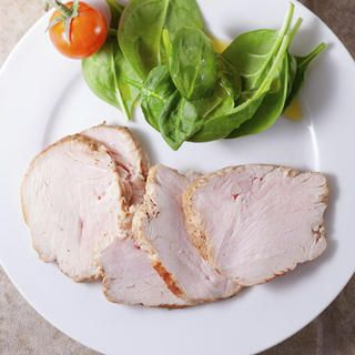 Two Slices of White-Meat Turkey http://www.womenshealthmag.com/weight-loss/healthy-bedtime-snacks/two-slices-of-white-meat-turkey
