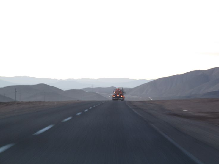 En camino a Minera Lomas Bayas, Atacama. On the way to Lomas Bayas Mine, Atacama.