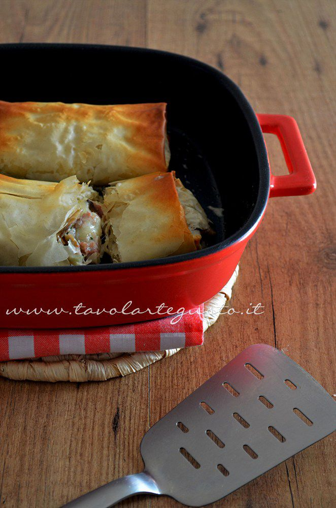 Parcels of filo pastry with mushrooms and ham - Prescription bundles of phyllo dough