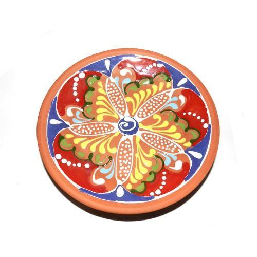Dit prachtige tapasbord met een doorsnede van 15 cm komt van de serie ColR van Bowls & Dishes. Het bord is met de hand gemaakt van Spaanse terracotta aardewerk en is volledig handbeschilderd in verschillende kleuren.