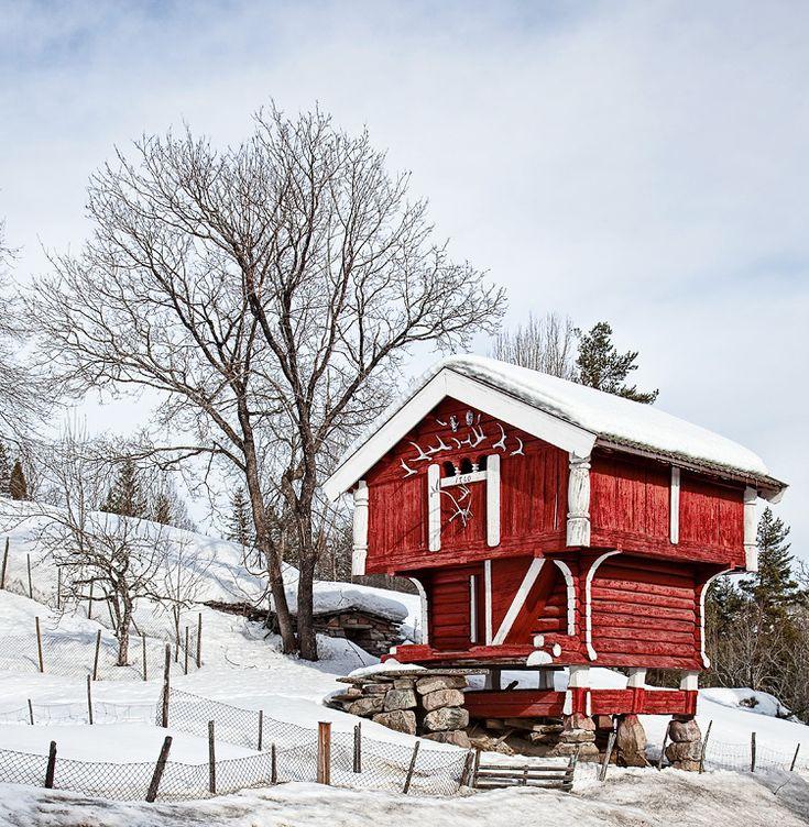 Stabbur (stågåbur) were storehouses which often were built in two stories. (Norwegian Storage House) 1760.