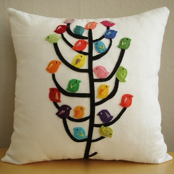 #Felt, #Fieltro Felt birds on linen. Pájaros de fieltro en lino So cute <3