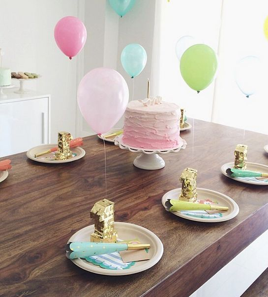 The cutest place setting with mini piñatas, balloons and party hats! (via @ meethaha's instagram)