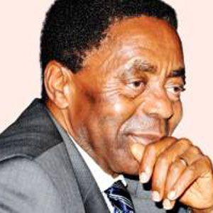 CAMEROUN :: Bernard Fokou : Un amour pour la ferraille :: CAMEROON
