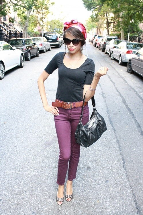 love her whole look... gives me an idea for my plum pants, though they are wide leg not skinny jeans