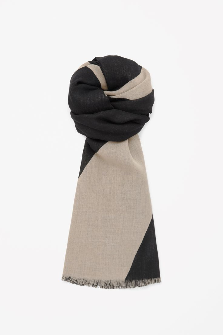 Made from lightweight wool with a woven texture, this large rectangular-shaped scarf has a two-tone jacquard pattern. It is finished with softly frayed edges.