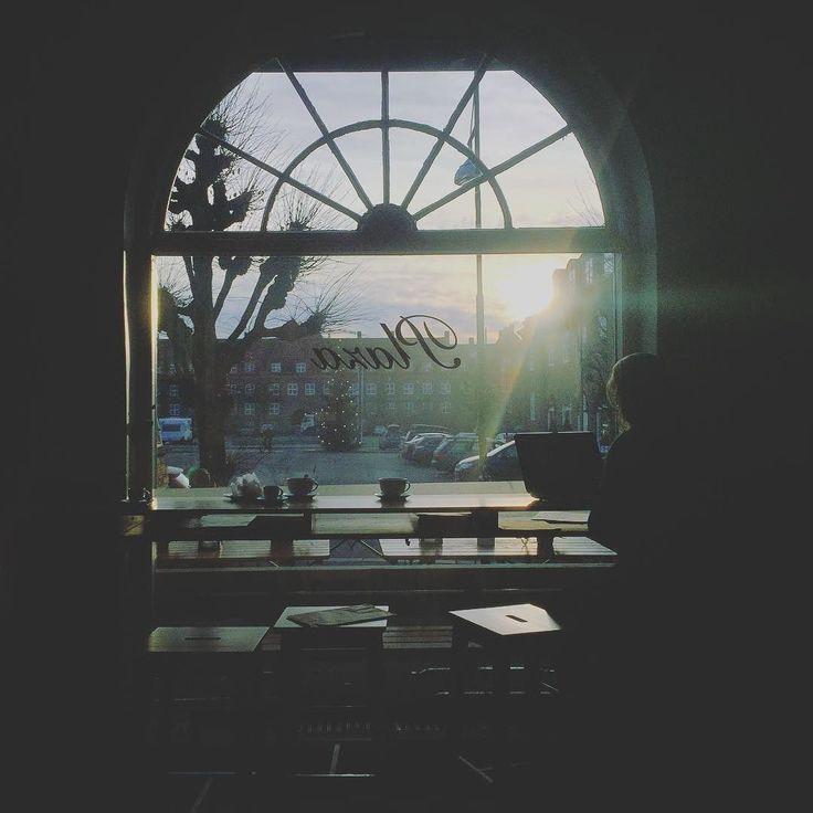 Magical light @åpentbakeridamplassen !  #lighting #lilloyunncreativestudio #officeatthebakery #joyofbusiness