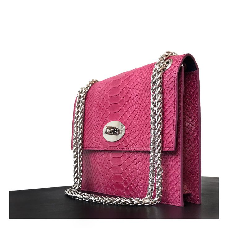 Blij om mijn nieuwste toevoeging aan mijn #etsy shop te kunnen delen: Napolitana purse fuchsia, handmade
