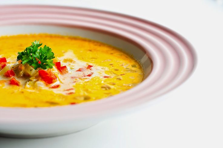 Pikant grønsags suppe     Pikant suppe er en rigtig lækker ogsmagfuldsuppe med en masse små sprøde grønsager som giver suppen dejlig fyl...