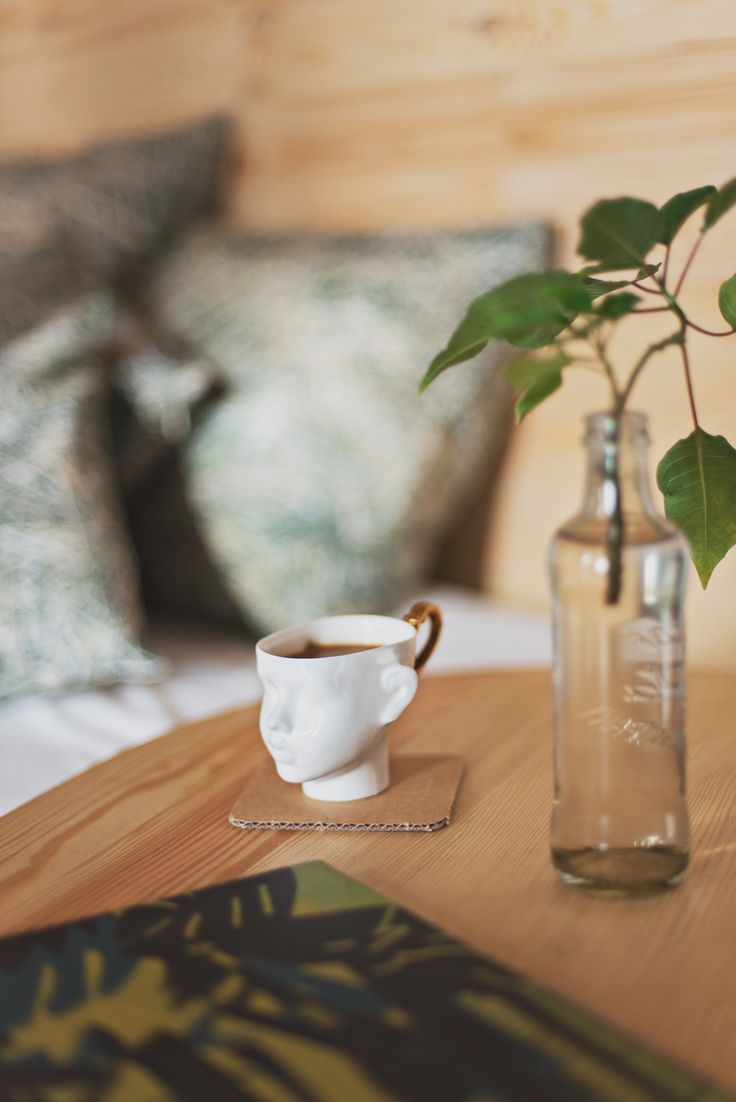 Morning coffee with HAYKA bed linen and ENDE porcelain cup / Polish design / fot. Kamila Gołębiewska / www.hayka.eu