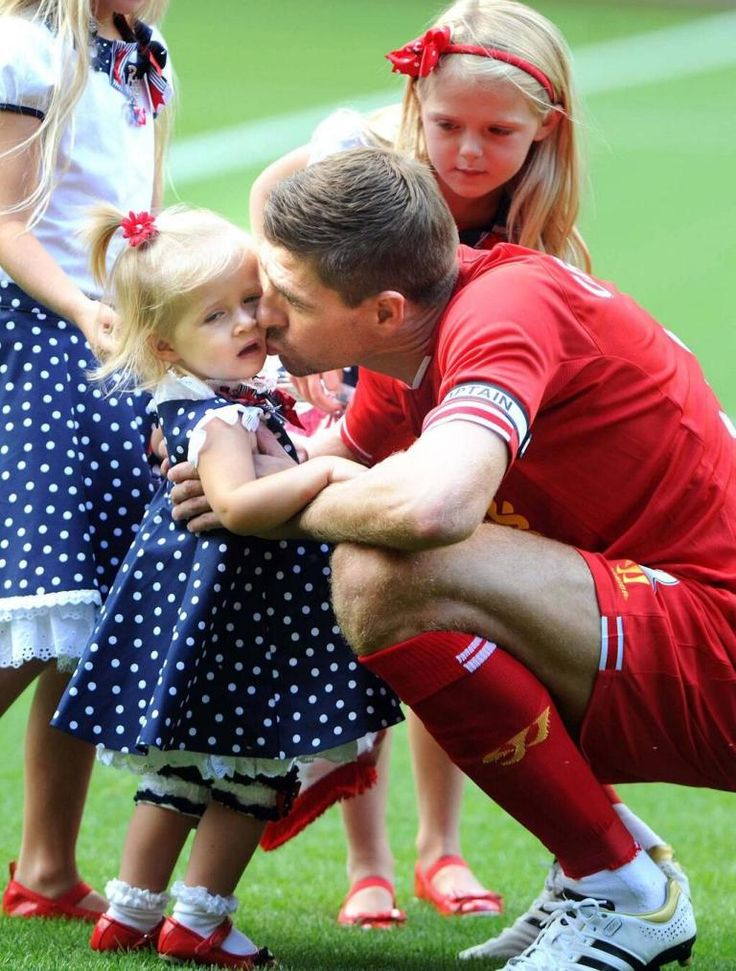 Liverpool-v-Olympiacos-Steven-Gerrard-Testimonial. Stevie gives Lourdes a kiss on her cheek before going on pitch