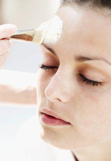 Il est bien d'appliquer un masque au moins une fois par semaine - saviez-vous qu'il est possible de les fabriquer soit même - voici un article qui pourra vous aider => http://www.flair.be/fr/mode-beaute/236413/5-masques-naturels-a-faire-soi-meme