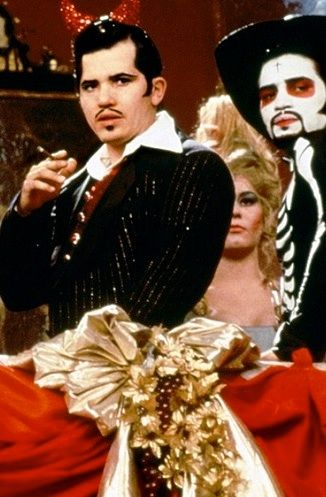 baz lurhman s romeo and juliet use costuming 23 facts you may not know about baz luhrmann's romeo + juliet  during  the capulets' big ball, each person is dressed in a costume.
