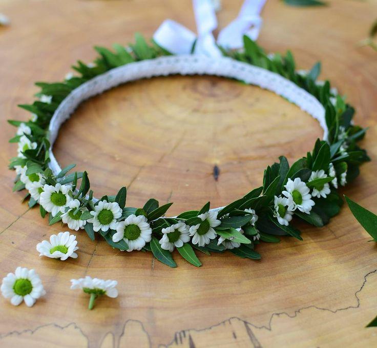 Delikatny i dziewczęcy 😍 (fot. @monikabartz_photo)  #wianki #wianek #wianuszek #wianekkomunijny2017 #pierwszakomunia #kwiatywewlosach #wreath #wreathlove #santini #cute #subtle #gentle #pure #green #wiosna #pieceofwork #dobre #dobredrewno #instawroclaw #wroclaw #wroclove #wro #psiepole #kwiaciarniafloris