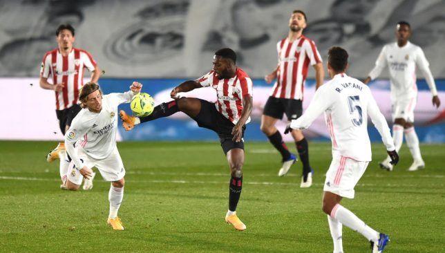 فيديو ملخص مباراة ريال مدريد وأتلتيك بيلباو في الدوري الإسباني مع الأهداف Soccer Field Soccer Sports