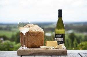 Packwood offers a delicious cheese and wine lunch. Image from www.packwood.co.za