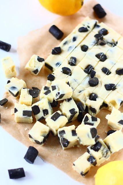 Helpot ja nopeat valkosuklaiset fudget saavat ihanan makunsa sitruunasta ja lakritsista ja vievät syödessään kielen mennessään.