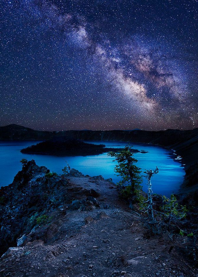 """coiour-my-world: """"Starry Night over Crater Lake ~ Rick Parchen """" – #coiourmy…"""