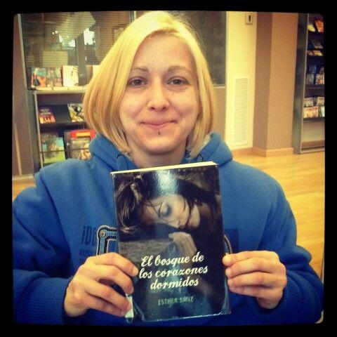 Lo he leído de un tirón,  en un día :))))))))))))