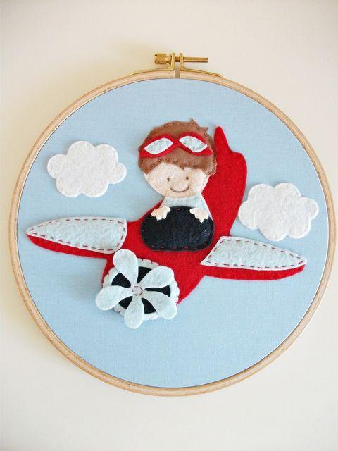 by cicişeylerdükkanı, via Flickr Quadrinho de aviador com feltro. Felt airplane frame.