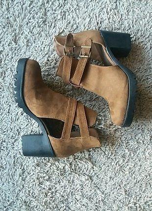 À vendre sur #vintedfrance ! http://www.vinted.fr/chaussures-femmes/escarpins-and-talons/30587645-boots-marron