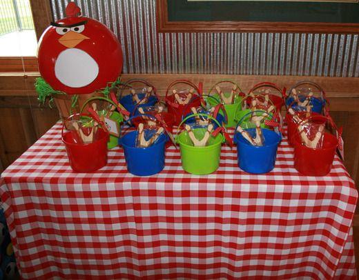 Angry Birds Party: Bags Idea, Awsom Treats, Birds 5Th, Treats Bags, Angry Birds Favors Buckets, Birds Ball, Treats Buckets, 5Th Birthday Party, Bday Favors