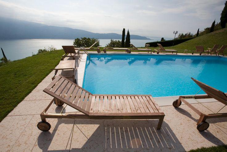 Villa Sostaga ist ein 4 Sterne Luxushotel mit Schwimmbad, Sauna, Whirlpool, romantischer Restaurant, atemberaubende Seesicht und 19 verschiedene Suiten