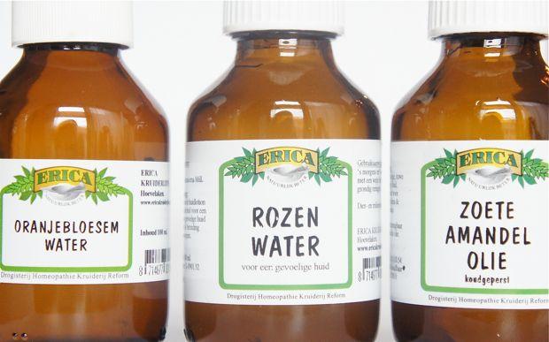 FILMPJE: DIY OOGMAKE-UP REMOVER  Een goedkoper alternatief voor zoete amandelolie is olijfolie en in plaats van oranjebloesem- en rozenwater kun je ook één van beide of hamamelis (toverhazelaar) water gebruiken  Rozemarijn, Salie, Paardenstaart en brandnetel gebruikt.  Rozenwater = droge of gevoelige huidOranjebloesemwater = ieder huidtypeLavendelwater = onzuivere of vette huidHamameliswater = geïrriteerde huid (oa couperose)Kamillewater = gevoelige huidPepermuntwater = vette huid