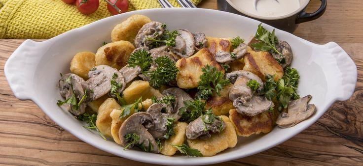 Это итальянский вариант ленивых вареников, но в тесто добавляется картофель