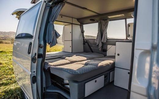 Leihen Sie VW Volkswagen T4 Multivan mit Aufstelldach von Westfalia Camper Caravan Bus Bulli Womo Wohnmobil Campingbus Campervan in Dresden (Cheap Camping Hacks)