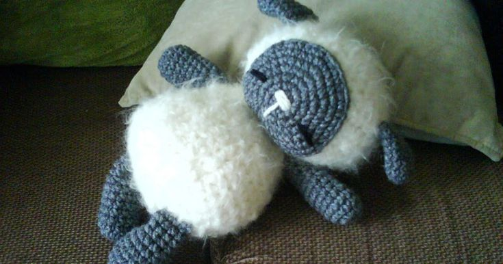 Usually I don't write down pattern or record what I have done for my amigurumi, some of my friends asked me if I can give the pattern to the...