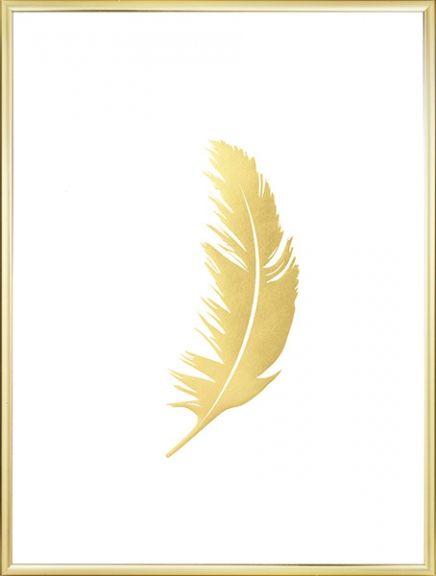 Plakat mit einer Feder aus Goldfolie. Schlichtes aber schönes Poster, das dank der glitzernden Struktur auf dem matten Papier ein Gefühl von Luxus erzeugt. Passt perfekt in eine Bilderwand mit schwarz-weißen Postern oder mit anderen Goldpostern. www.desenio.de