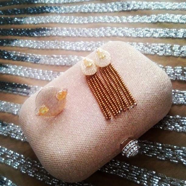 Conjunto para festa de #Anel e #brincos de #citrino e #hematita #dourado #joiaspersonalizadas #brincofranja #joias #jewellery #designjoias #design #brincofesta #Anelfesta #joiasfesta