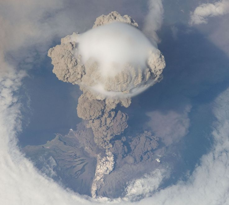 Sarychev volcanic eruption in Russia's Kuril Islands ...