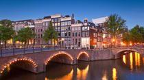 Voici le style de paysages que vous pourrez admirer au Printemps  à Amsterdam  #Amsterdam #paysbas #hollande #europe #tulipes #printemps #voyage #romantisme #romantique #lunedemiel #peniche #canaux #architecture #visites #escapade #travel #trips #merveille #tripadvisor #voyageexpert #wanderlust #viator #getaway #tourisme #decouverte #bucketlist #vacances #holidays #amazingdestination