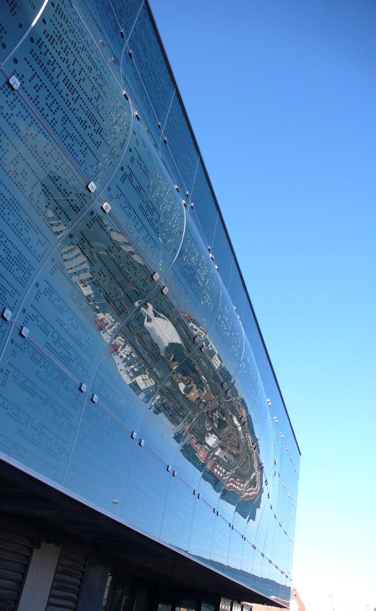 Détail de la façade en verre (© agence Moatti-Rivière)