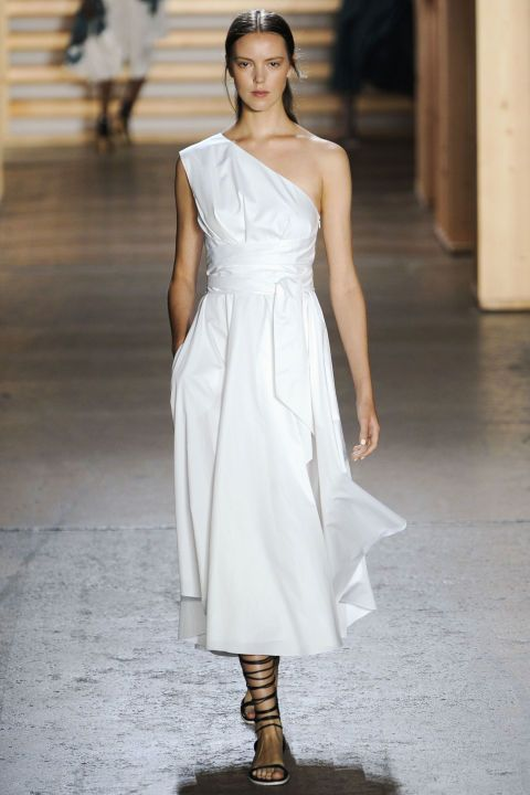 In a true nod to the season, a one shoulder poplin day dress with waist sash detail tows that line between simple and special. Girls like Olivia Palermo in the front row will be more than pleased.