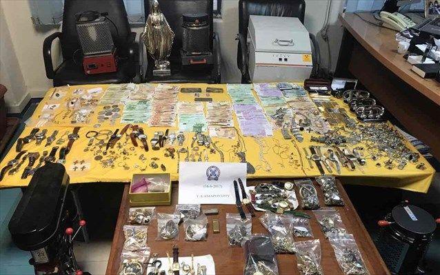 Περισσότερα από 700 κιλά χρυσαφικά, διαμάντια και χρήματα βρέθηκαν σε διαμερίσματα στο Χαλάνδρι