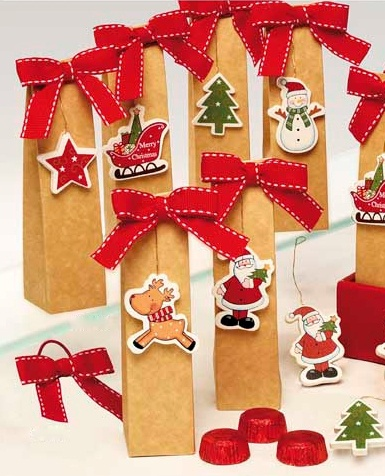 Caja 3 bombones con colgante madera surtido Navidad  2,88€ unidad