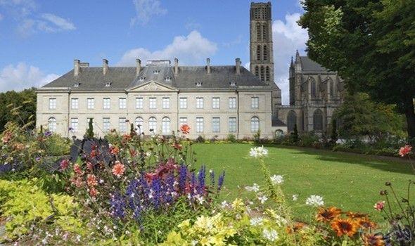 مدينة ليموج الفرنسية لشهر عسل عنوانه البهجة والسعادة House Styles Around The Worlds Mansions