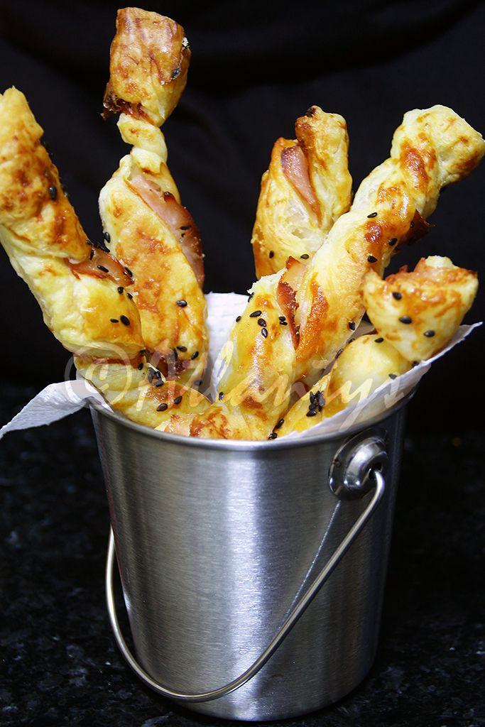 Terapia do Tacho: Palitos de massa folhada com fiambre e parmesão (Puff pastry sticks with ham and parmesan)