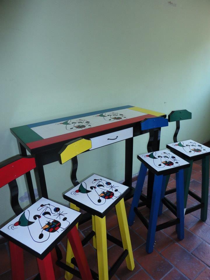 Banquetas altas de pino pintadas a mano dise os - Disenos muebles pintados ...