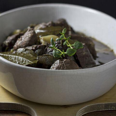 Een winter klassieker onder de Belgische recepten: stoofvlees op grootmoeders wijze.