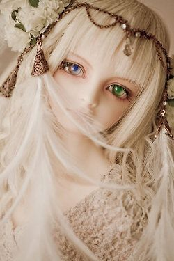heterochromia iridis (different colored eyes) gives this doll a lot of character and beauty; simply gorgeous:)