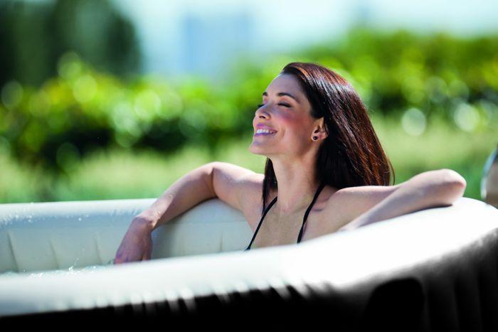 Le Pure Spa Intex jets et bulles octogonal est idéal pour se détendre chez soi ! + d'infos ici > http://www.raviday-piscine.com/spa-gonflable-intex-purespa-jets-bulles-octogonal-28454ex/